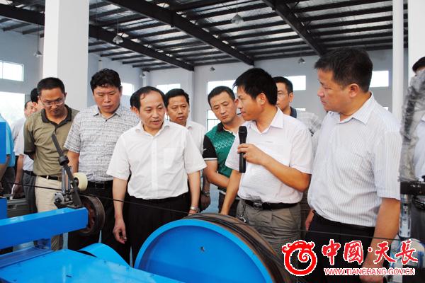 市领导一行参观安邦集团的生产车间