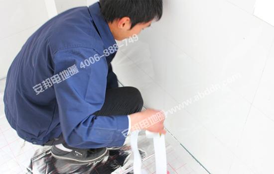 铺设安邦地暖专用反射膜